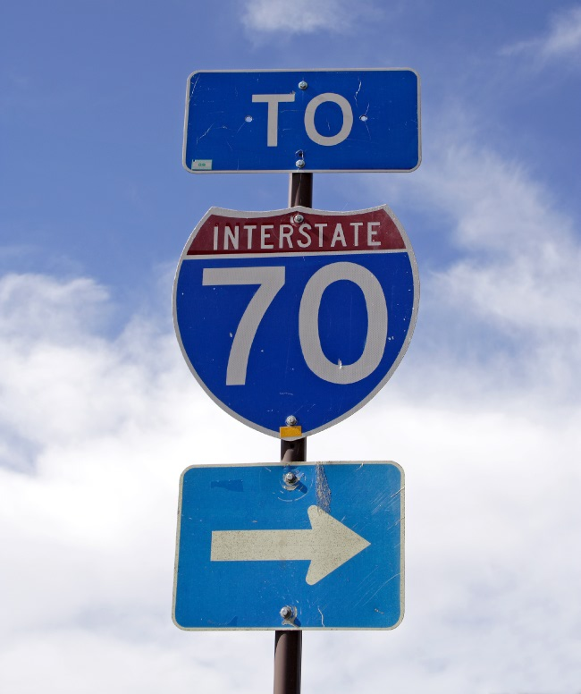Photo of a signpost pointing to U.S. I-70